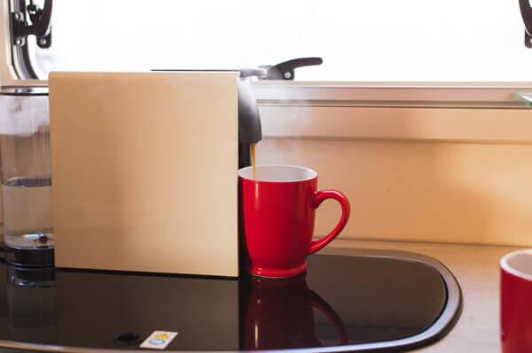 Matkaauto rent tartus Nespresso kohvimasin
